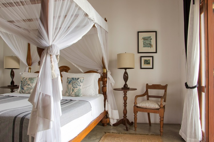 Saldana Villa is furnished with traditional Sri Lankan timber furniture, including spacious 4 poster beds.
