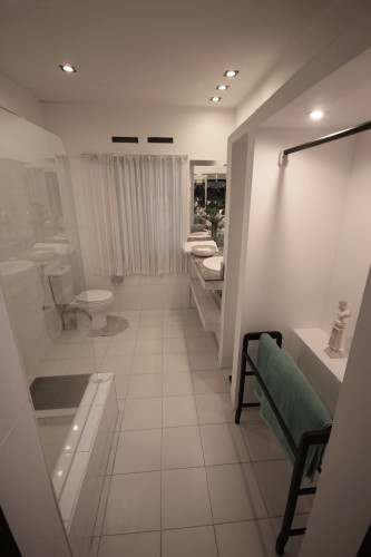Modern ensuite bathroom at The Well House Unawatuna