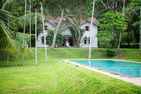 Natural landscaping surrounding the pool and Siri Wedamadura Villa Mirissa