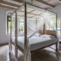 Siri Wedamadura Villa Mirissa Spacious bedrooms with 4 poster beds and mosquito nets