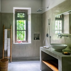 Sri Lankan polished cement craftsmanship in the bathroomSiri Wedamadura Villa Mirissa