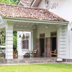 The traditional Dutch Colonial Style entrySiri Wedamadura Villa Mirissa
