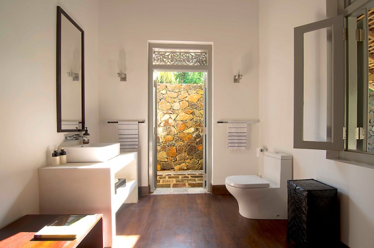 Ivory House indoor - outdoor bathroom