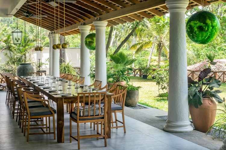 Meda Gedara Beach Villa - the huge dining table is held into the verandah by heavy structural columns