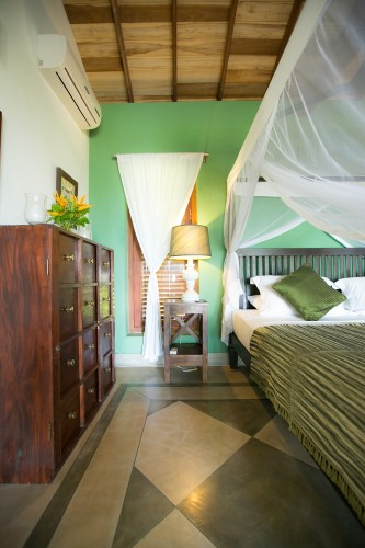 Wetakeiya Beach Villa features airconditioned bedrooms and hand made furniture