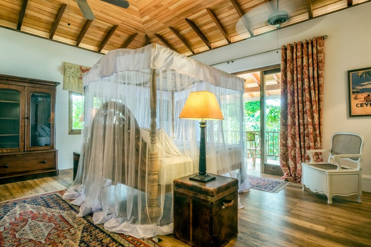Meda Gedara Beach Villa vaulted ceilings, floor to ceiling drapes and ample space around beds