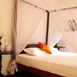 Lassana Kanda Villa Four poster bed