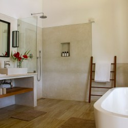 The Master Ensuite with tub at the Boundary House Galle
