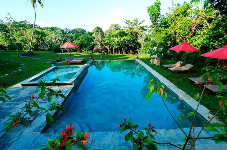 Koggala House Lakeside Villa's large pool is set in expansive shady gardens