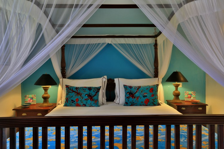 Villa Sepalika King sized bed on a turquoise wall