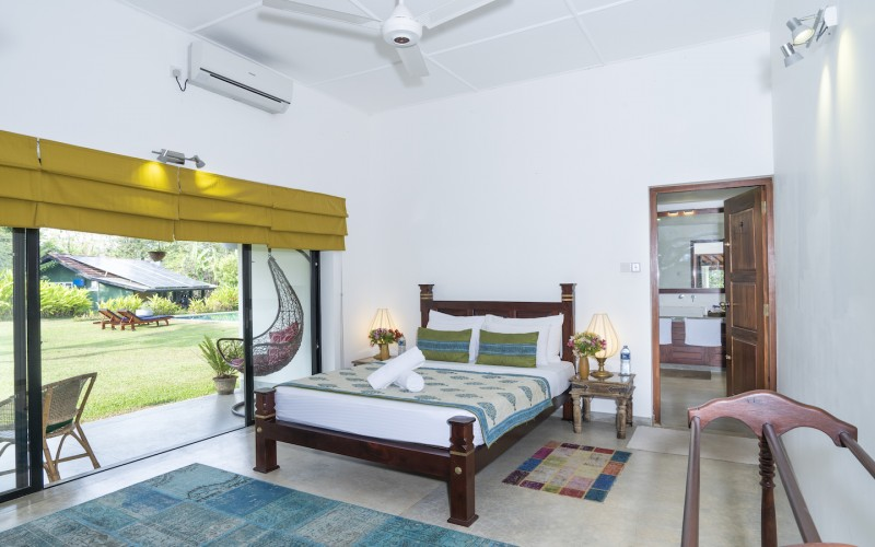 Villa Ronnaduwa Suites offer traditional handmade furniture, ensuite bathrooms with outdoor showers and French door access to the extensive lawns surrounding the pool