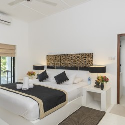 A double room with King sized bed, ensuite and individual garden accessVilla Ronnaduwa Ambalangoda
